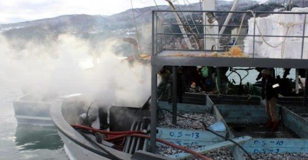 Balıkçı teknesinde yangın paniği