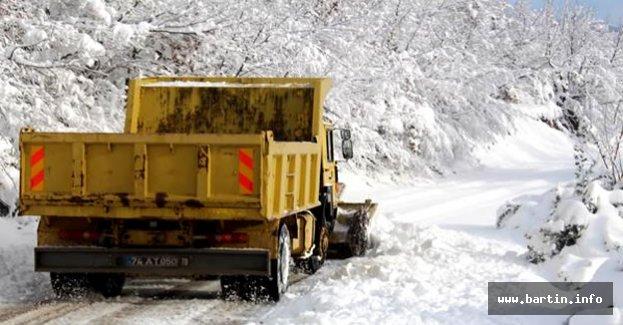 Bartın'da kar 44 köy yolunu ulaşıma kapattı