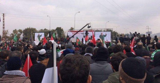 Halep'e Yol Açın Konvoyu Sınırda