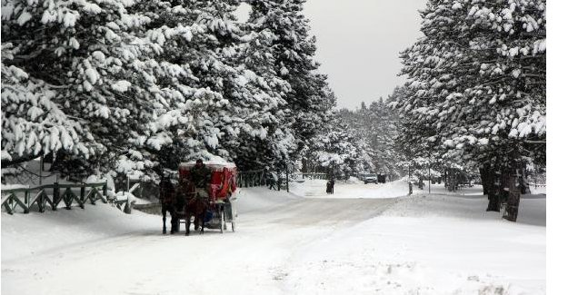 Karla kaplı Abant'a yoğun ilgi