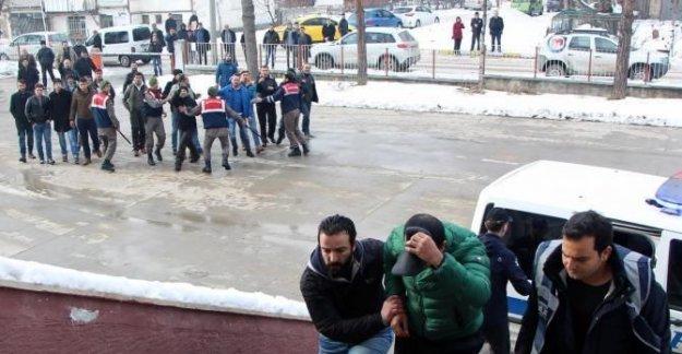 Taciz iddiasıyla gözaltına alınan öğretmene tepki