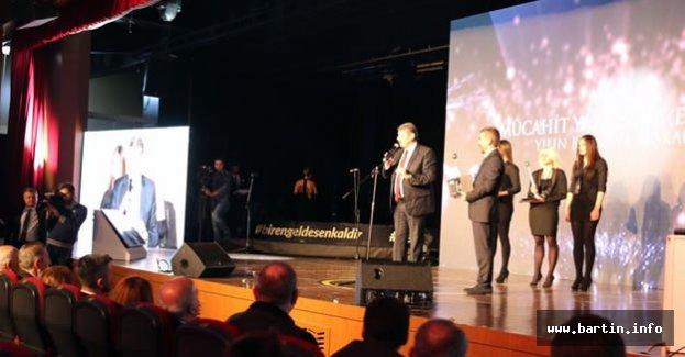 Yılın Belediye Başkanı Ödülünü Aldı