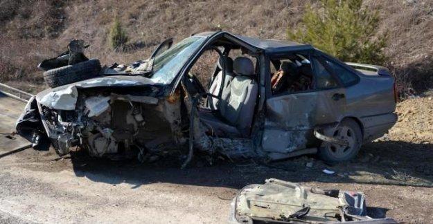 2 otomobil çarpıştı: 5 yaralı