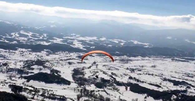 Abant'ta yamaç paraşütü heyecanı