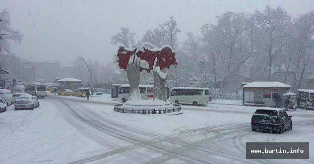 Bartın'da Kar Kalınlığı Yer Yer 40 cm'ye Ulaştı
