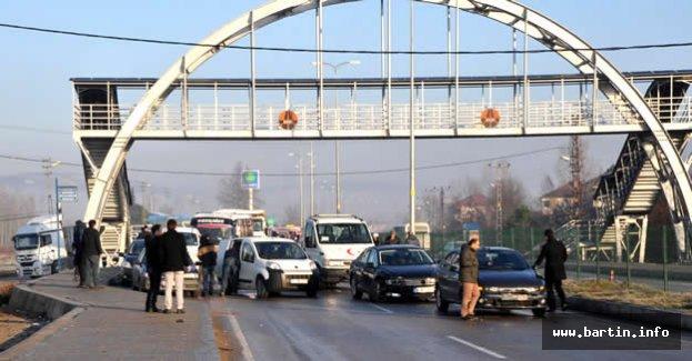 Bartın'da zincirleme kaza: 5 yaralı