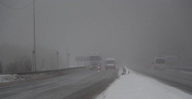 Bolu Dağı'nda kar ve sis ulaşımı yavaşlattı