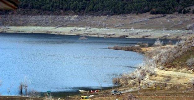 Gölde kaybolan 2 balıkçıdan birinin cesedine ulaşıldı