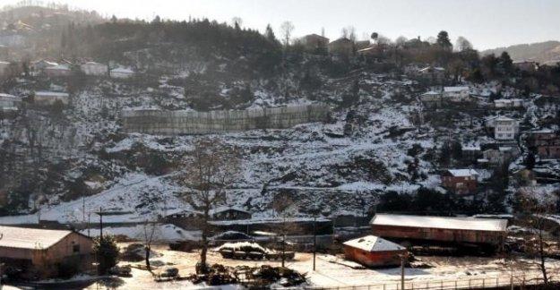 Heyelan 15 aileyi evsiz bıraktı