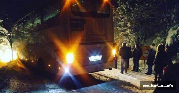 Yolcu Otobüsü Karda Mahsur Kaldı