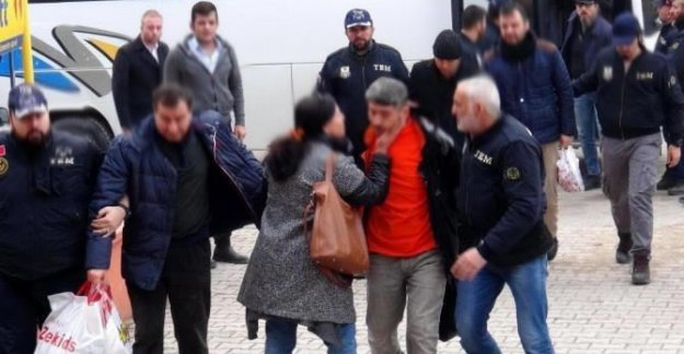 10 polis FETÖ'den adliyede