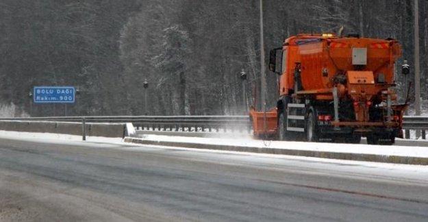 Bolu Dağı'nda kar ulaşımı yavaşlattı
