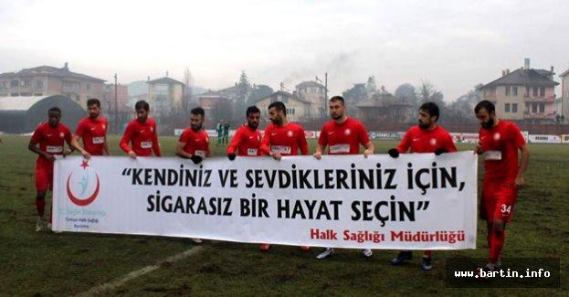 Futbolculardan anlamlı pankart