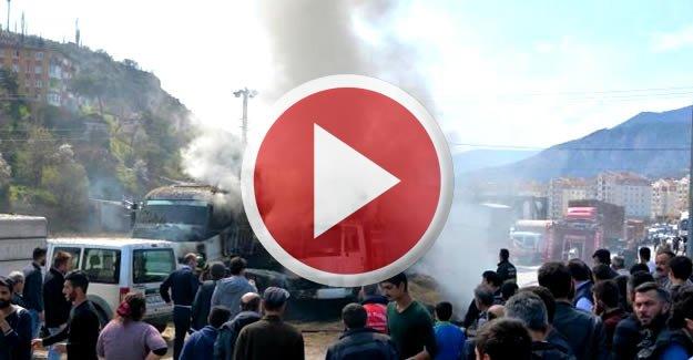 Saman yüklü kamyon ve vinç yandı