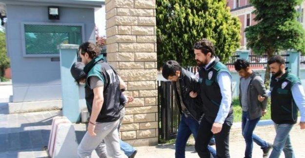 Afgan uyuşturucu satıcılarına polis baskını