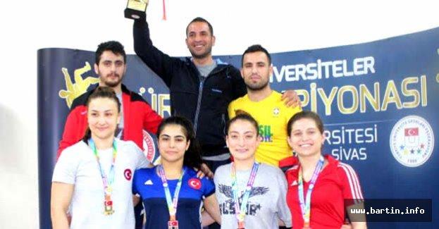 Bartın Üniversitesi Güreşte Türkiye İkincisi