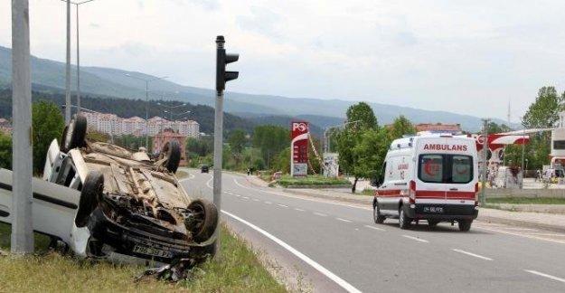 Hafif ticari araç otomobille çarpıştı: 1 yaralı