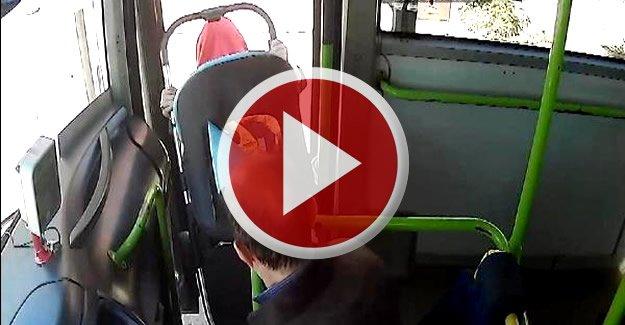 Halk otobüsünde kadınların kavgası kamerada