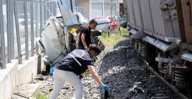 Hemzemin geçitte feci kaza: 1 ölü, 1 yaralı