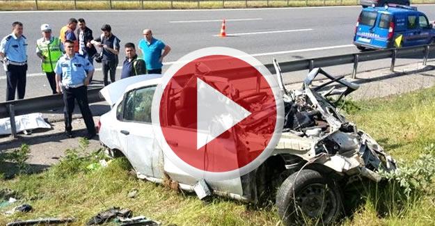 Otomobil, emniyet şeridindeki TIR'a çarptı: 4 ölü
