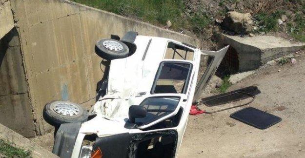 Otomobille panelvan minibüs çarpıştı: 6 yaralı