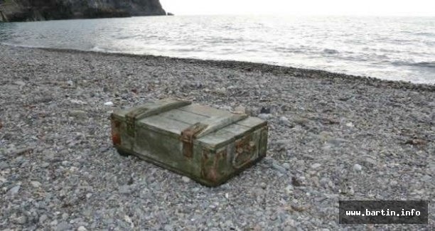 Rus mühimmat sandığı kıyıya vurdu