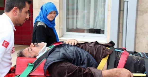 Tamir için çıktığı çatıdan düşerek yaralandı