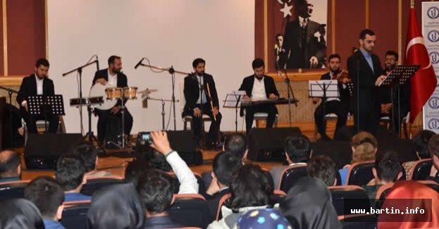 Üniversitede Dini Musiki söyleşişi ve konseri