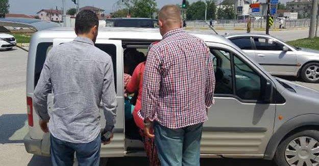 Çocuklarını dilendiren 2 kadına gözaltı