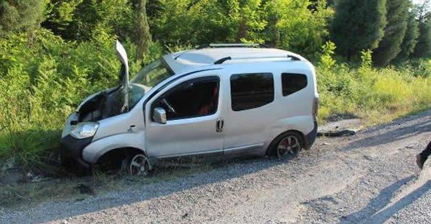 Hafif ticari araç, kontrolden çıktı: 1 yaralı