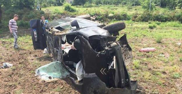 Hafif ticari araç tarlaya uçtu: 2 yaralı