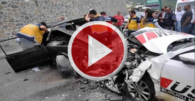 İki araç kafa kafaya çarpıştı: 3 yaralı