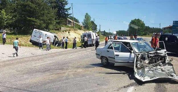 Otomobil cenaze aracına çarptı: 1 ölü