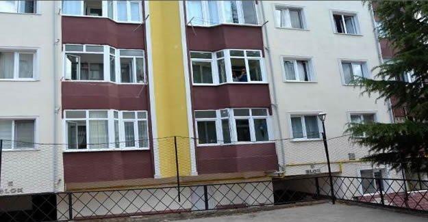 2'nci kattan atlayan kız yaralandı