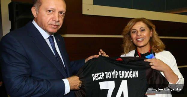 Cumhurbaşkanı Erdoğan'a 74 Numaralı Forma
