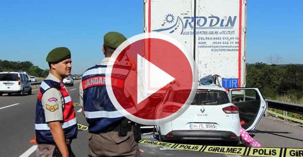 Otomobil TIR'a çarptı: 1 ölü, 2 yaralı