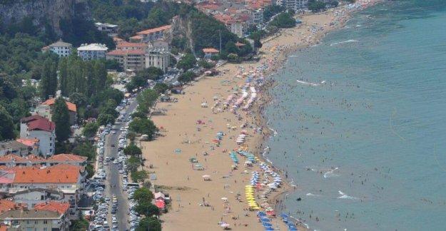 Plajda kadınların görüntüsünü çektiği iddiasıyla gözaltına alındı