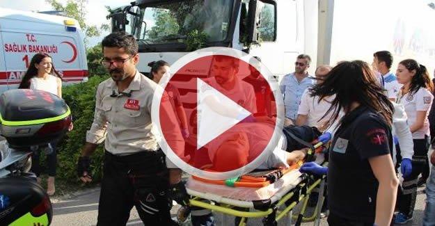Sürücüsü kalp krizi geçiren TIR, ağaca çarptı