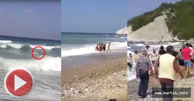 Denizde ayağına kramp giren genç son anda kurtarıldı