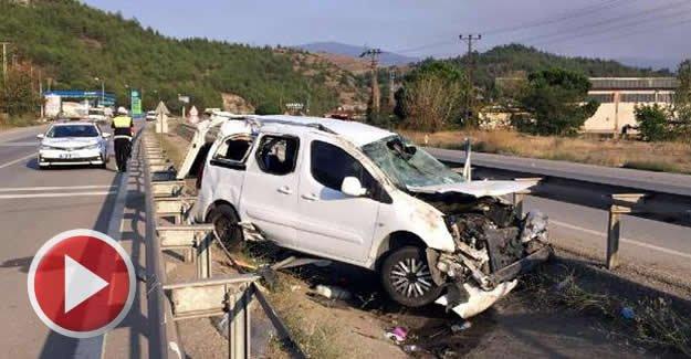 Hafif ticari araç takla attı: 6 yaralı