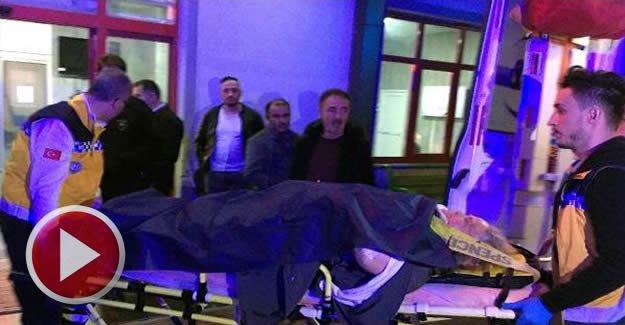Otomobil, aydınlatma direğine çarptı: 4 yaralı