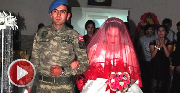 Uzman Çavuş, düğününde üniformasını giydi