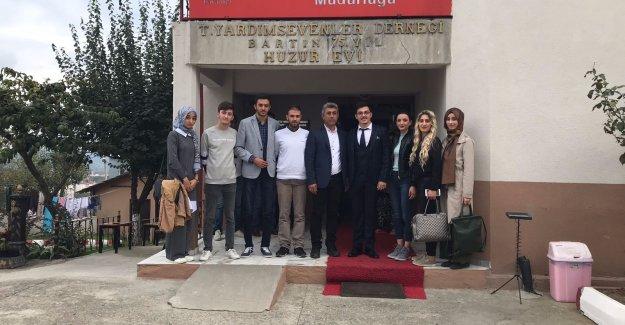 ÜNİAK'lı Gençlerden Huzurevi Ziyareti