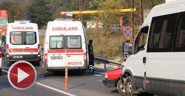 Yolcu minibüsü otomobille çarpıştı: 7 yaralı