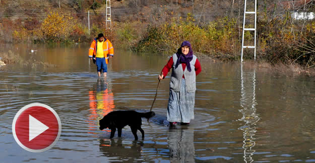 Baraj su tutmaya başladı, köy yolu su altında kaldı