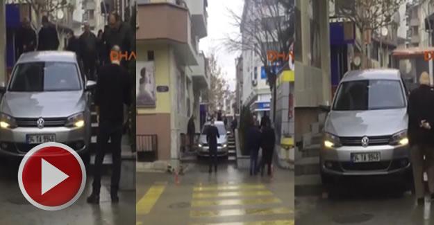 Kapalı caddeye giren sürücü, merdivenlerden inmeye çalıştı