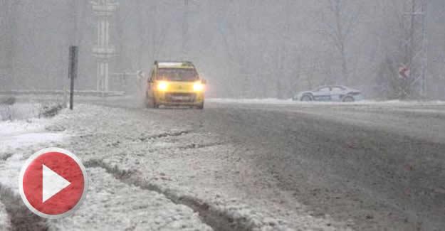 Kar 19 köy yolunu ulaşıma kapattı