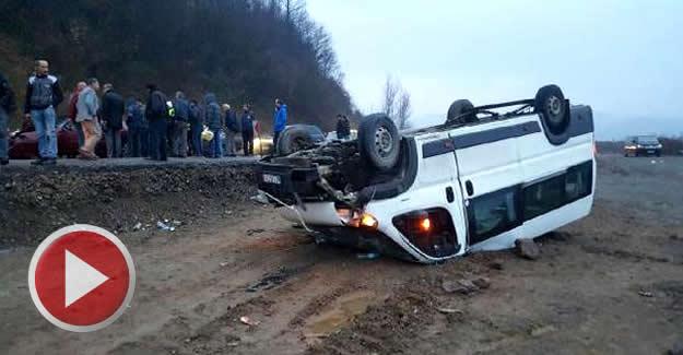 Madencileri taşıyan minibüs takla attı: 19 yaralı