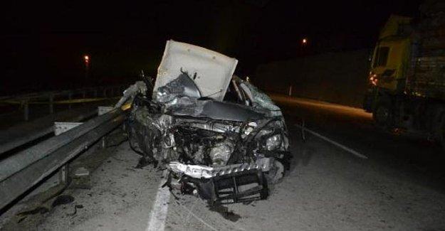 Nişan dönüşü feci kaza: 2 ölü, 3 yaralı