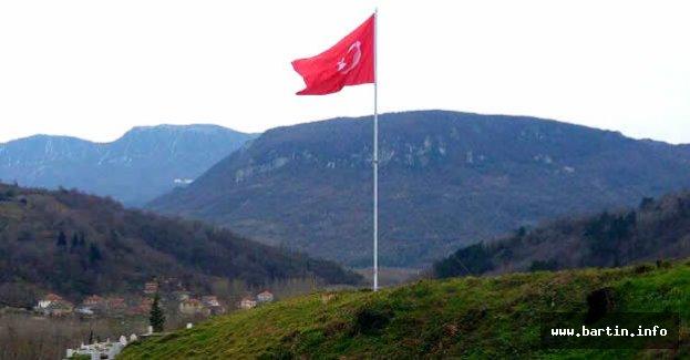 Amasra'ya Şehitler İçin Dev Türk Bayrağı